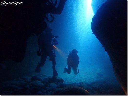 水路下の洞窟-2